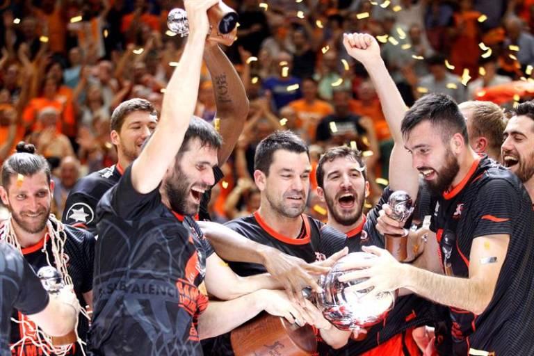 """Баскетбол. """"Валенсия"""" впервые в истории выиграла чемпионский титул"""